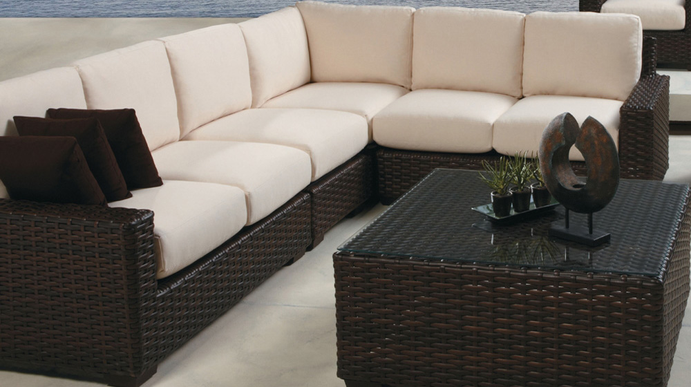 Lloyd Flanders Contempo L-Shaped Sectional Set