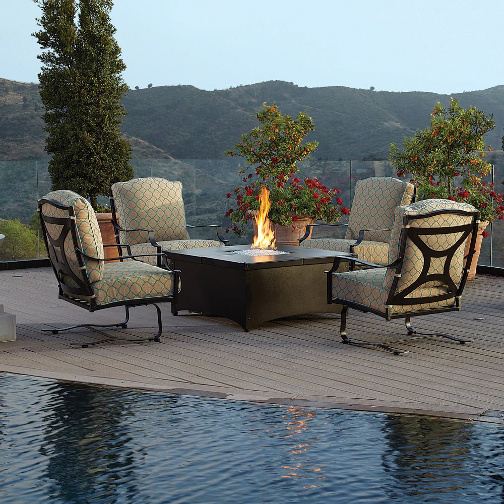 OW Lee Madison Chat Set with Aero Fire Pit