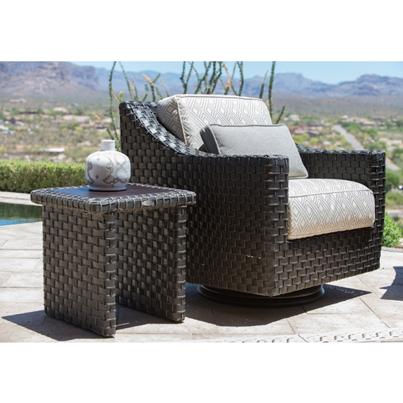 Amazing Woodard Cooper Wicker Swivel Lounge Chair And Table Set Gmtry Best Dining Table And Chair Ideas Images Gmtryco
