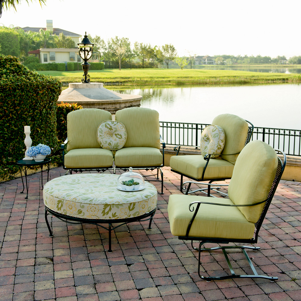 Woodard Fullerton 5 Piece Patio Set - 2Z0014-77-470086-190193