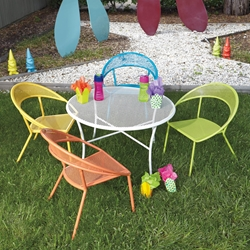 Woodard Spright Kids Set with Round Table and Four Chairs - 9H0097